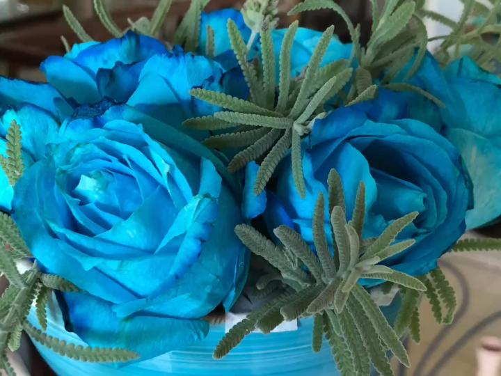 Como fazer um arranjo floral em vaso largo?